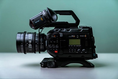 Check out our current bundle on the Blackmagic Ursa Mini Pro! Get the camera, viewfinder, shoulder rig kit & V-lok…