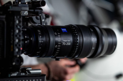 The Zeiss 70-200mm T2.9 CZ.2 Compact Zoom is one of our favourite lenses to use in the studio!